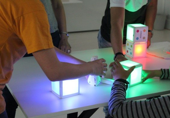 mosaic kit, smart object (smart cubes and smart controllers called momo) to improve social inclusion at school