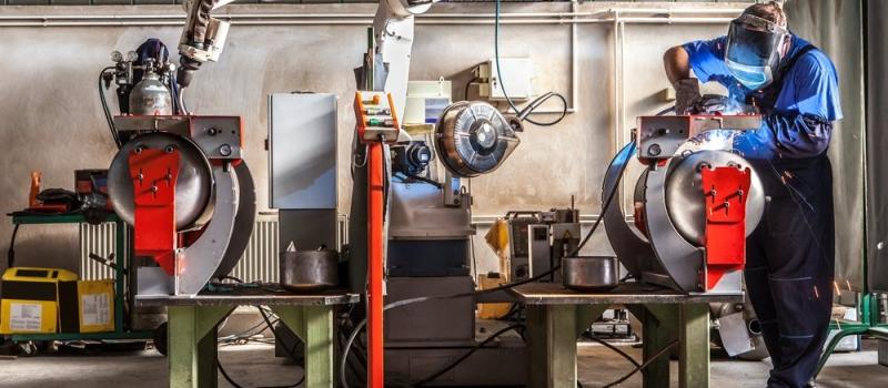 lavoratore-robot-shutterstock_660540802
